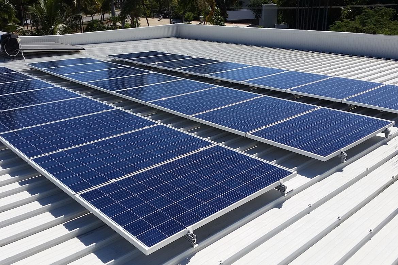 img-solinc-como-ahorrar-energia-en-una-empresa-pyme-con-paneles-solares