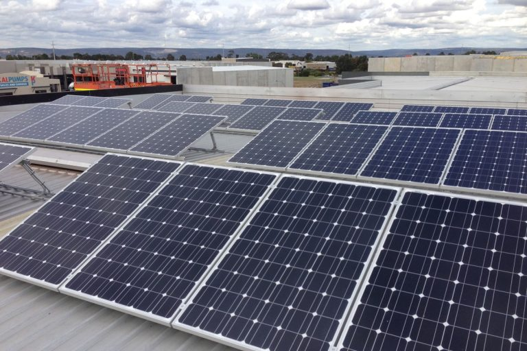 img-solinc-ahorrar-energia-una-carniceria-paneles-solares