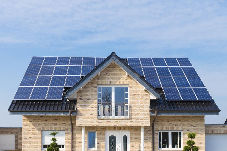 Resultado de imagen de construccion de casas con paneles solares